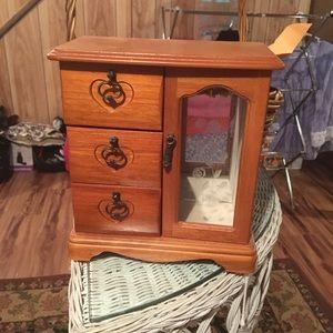 Jewelry box/ organizer